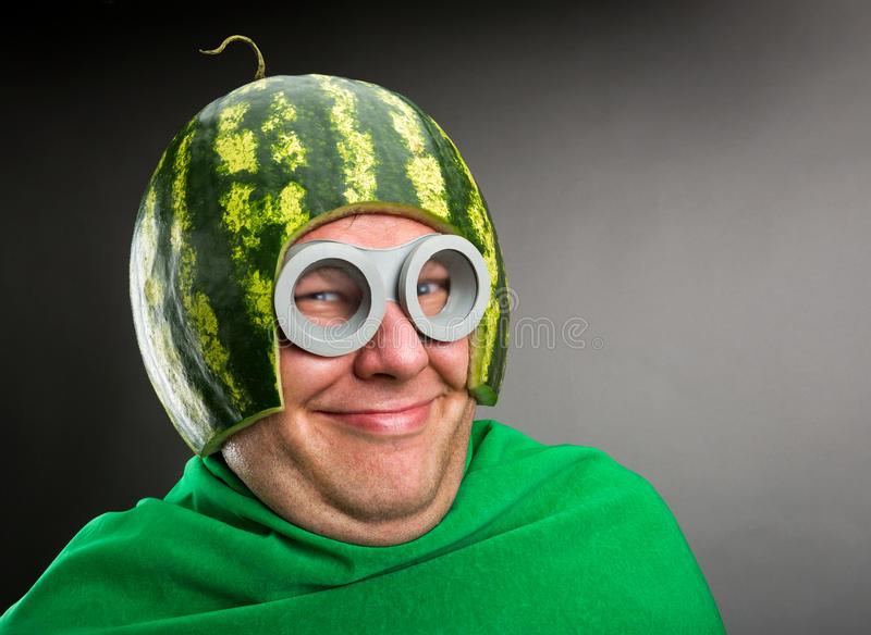 l-homme-dr-le-avec-le-casque-de-pastèque-et-google-34231129.jpg